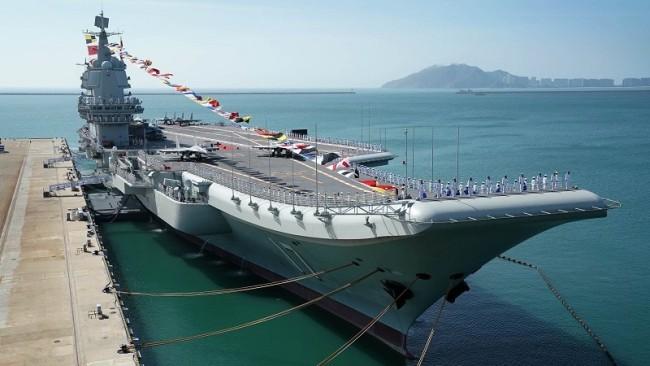 外媒关注山东舰航母编队南海练兵