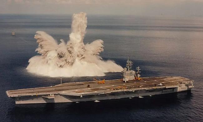 时隔30年美军再次进行航母全舰冲击试验