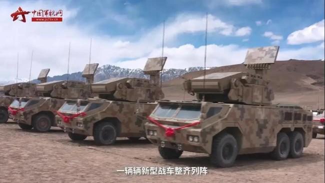 新疆军区再添新装备!红旗17A 箱式火箭炮同时列装