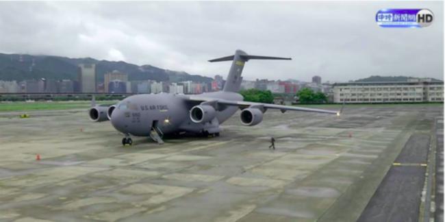 美军C-17入台,是简单的军事挑衅吗?