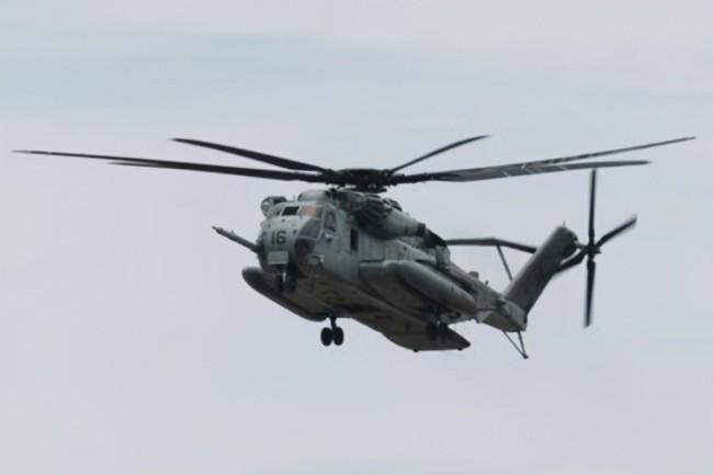 驻日美军大铁箱从直升机上掉进捕鱼区