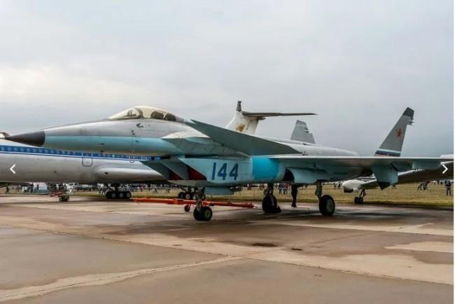 """""""歼-20斯基""""亮相?俄罗斯终于要""""摸着中国过河""""了?"""
