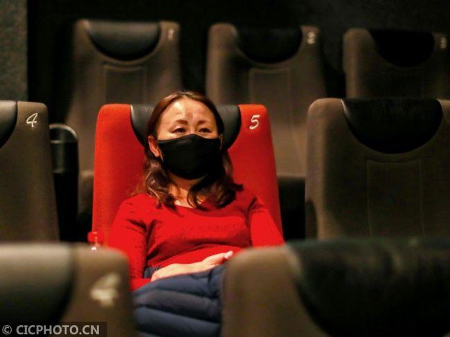 首部战疫纪录电影《武汉日夜》在湖北武汉上映
