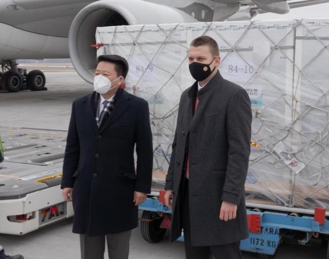 全球连线 | 到啦!中国新冠疫苗落地欧盟