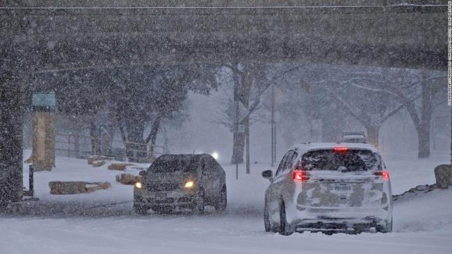 △美国得克萨斯州遭遇暴风雪袭击(图片来自:CNN)