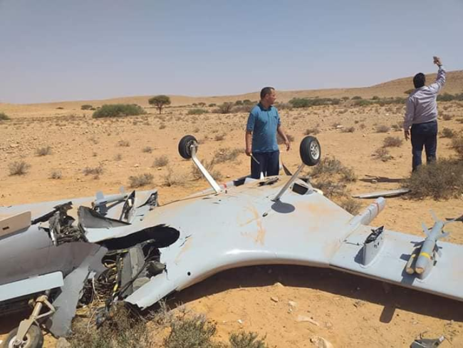 上图:被叙利亚防空部队击落的土耳其TB-2无人机,下图:被哈夫塔尔防空部队击落的TB-2无人机 图源:社交媒体