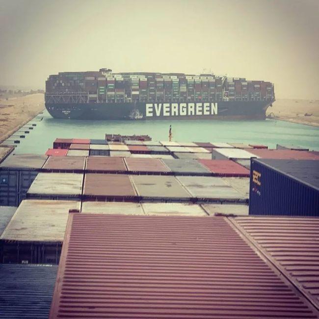苏伊士运河搁浅货船救援或需几周 运河堵塞每小时损失4亿美元