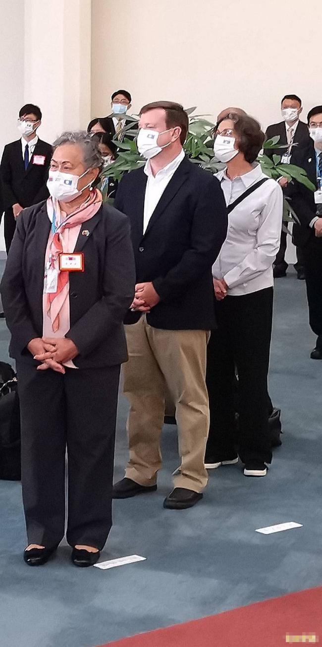 """帕劳代表团访台,随行""""藏""""了个美国大使"""
