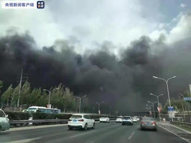 北京一供电公司变电室起火 35辆消防车出动