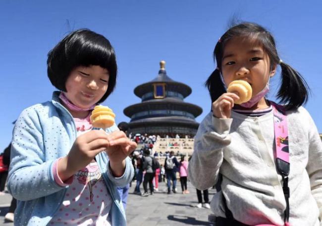 天坛推出文创打卡线路 祈年殿同款冰淇淋受热捧