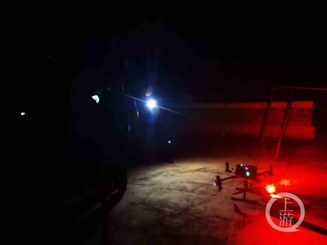 象群进昆明:14架无人机监控 投食3.6吨630人护驾