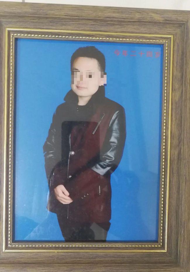 罗世雄24岁时照片。受访者供图