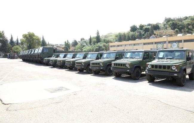 中国向黎巴嫩捐赠的BJ80和豪沃6轮轻型卡车 图源:黎巴嫩国防部
