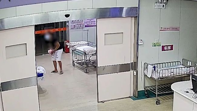 产妇心脏骤停后死里逃生 在ICU病房收到丈夫纸条!