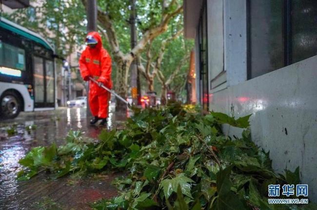 """台风""""烟花""""影响上海"""