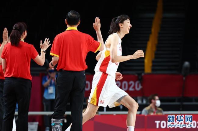 中国女篮小组全胜晋级8强