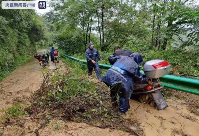 陕西勉县暴雨致6万人用水困难 汽车被淹、电力通信中断