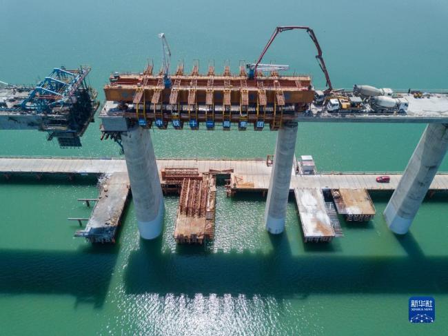 最大跨度高铁移动模架海上架梁