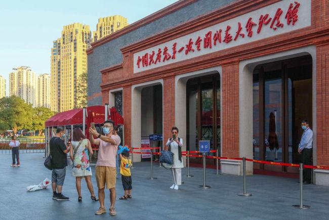 """国庆风景中 最美""""中国红"""" 国庆假期红色旅游再掀热潮"""