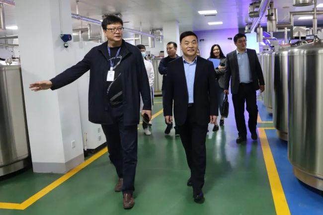 济南文旅发展集团总经理方连庆一行到访银丰集团参观调研