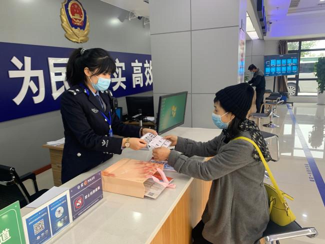 """西咸新区空港新城深化""""放管服""""改革 让群众办事更简单"""