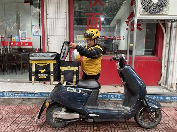 """铜川:外卖骑手用""""辛苦指数""""换来市民的""""方便指数"""""""