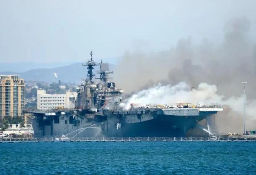 美军忍痛报废一艘准航母