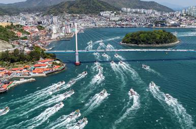 韩国渔船大军抗议日本排污入海 场面壮观